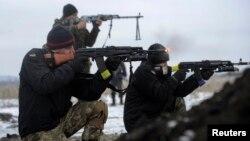 Soldados ucranianos combaten cerca de Lysychansk, en la región de Luhansk.