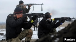 Các vụ đụng độ mới nhất tập trung ở thị trấn Debaltseve, một nhà ga đầu mối liên kết các trung tâm khu vực với các tỉnh Luhansk và Donetsk nằm dưới quyền kiểm soát của phe ly khai.