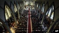 La Iglesia Católica oficia una misa de reconciliación, que busca reunir a todos los sectores de la comunidad después del escándalo de abuso sexual de la Iglesia, en la catedral de San Mateo de Osorno, Chile. Foto de archivo.