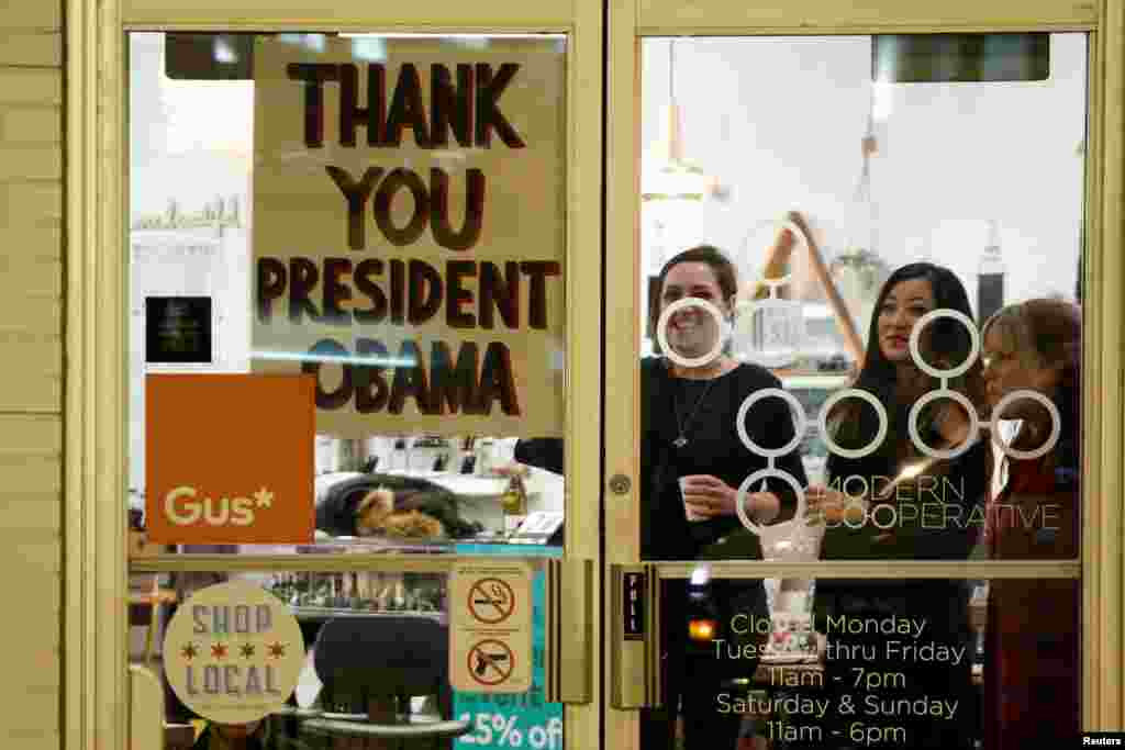 A shop has a sign in the window reading thank you to U.S. President Barack Obama, who was making a stop nearby on his way to deliver his farewell address in Chicago, Ill., Jan. 10, 2017.