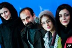 از سمت چپ: لیلا حاتمی، اصغر فرهادی، سارینا فرهادی و ساره بیات