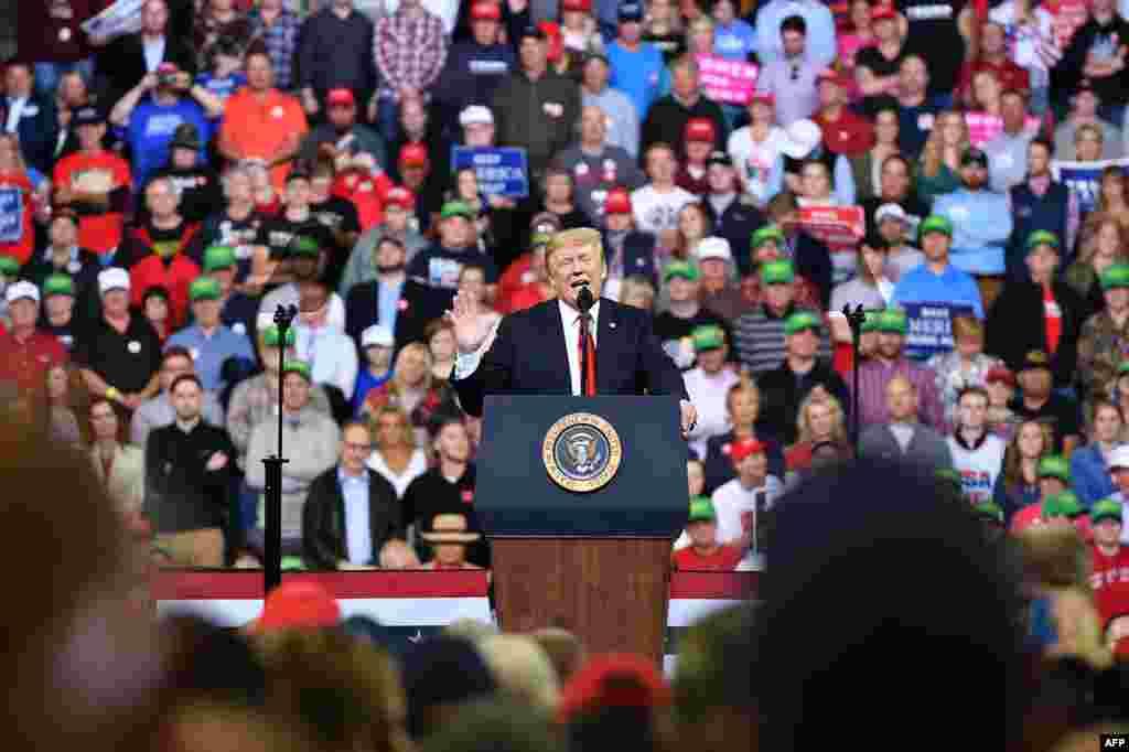 سخنرانی پرزیدنت ترامپ در ایالت آیووا در کمپین حمایت از نامزدان حزب جمهوریخواه در انتخابات میان دوره ای کنگره آمریکا