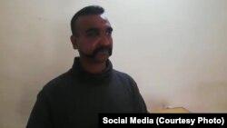 بھارتی فضایہ کے ونگ کمانڈر ابھے نندن جنہیں پاکستانی فوج نے حراست میں لیا ہے۔