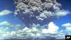 Mt. Pinatubo eruption plume