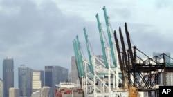Ảnh tư liệu - Một tàu container neo đậu tại cảng Miami, Florida ngày 05/02/2018