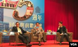 民进党前立法委员洪奇昌(中)在海基会25周年回顾与前瞻论坛谈两岸关系前景。 (美国之音萧洵拍摄)
