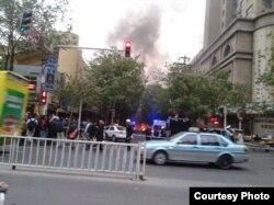 街上拉起了警戒线,救护车、警车纷纷赶赴现场(自由亚洲电台使用过的网络图片)