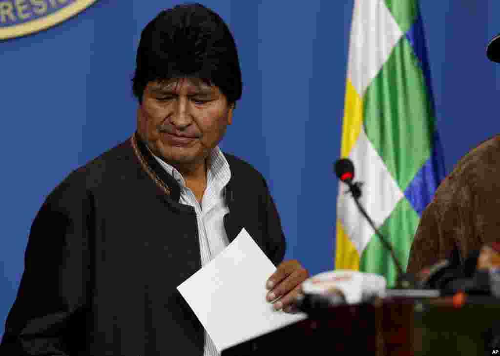 مورالس رئیس جمهوری بولیوی تحت فشارهای داخلی و بین المللی پذیرفت دوباره انتخابات ریاست جمهوری را برگزار کند. او بیست روز پیش خود را پیروز انتخابات معرفی کرد، اما مردم معترض به خیابان آمدند.