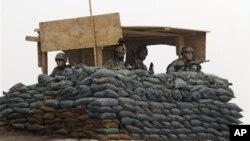 Soildados de Estados Unidos y Afganistán desplegados en la base de Panjwai, en la sureña provincia de Kandahar.