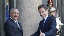 راست، نیکولا سارکوزی، رییس جمهوری فرانسه، به همراه علی عبدالله صالح، رییس جمهوری یمن