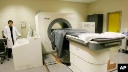 Mašina za fokusirani ultrazvuk visokog kvaliteta nazvana HIFU, proizvedena u Kini, testirana je u Italiji.