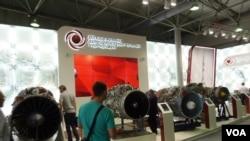 联合发动机集团2014年莫斯科武器展上展出的各种航空发动机。(美国之音白桦拍摄)
