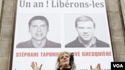 En París se realizó una manifestación para reclamar la liberación de los periodistas Hervé Ghesquière y Stéphane Taponier , secuestrados por el Talibán.