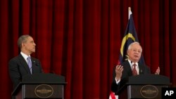 Başkan Obama ve Malezya Başbakanı Rezzak ortak basın toplantısında