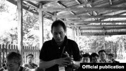 ကိုေက်ာ္ကို ABSDF ညီလာခံတခုမွာ ေဆြးေႏြးစဥ္