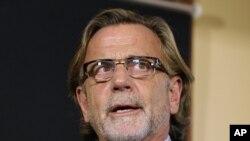 Luật sư Browne nói rằng thân chủ của ông có phần chắc đã bị căng thẳng sau khi chứng kiến một đồng đội bị thương nặng