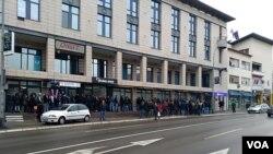 Red pred slovenaškim predstavništvom