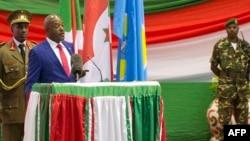 Le président burunais Pierre Nkurunziza donne un discours après avoir prêté serment lors d'un 3e mandat controversé, à Bujumbura, le 20 août 2015.