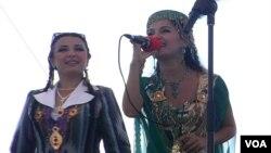 O'zbekistonlik xonandalar Gulzoda Xudoynazarova, Hulkar Abdullayeva