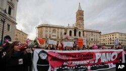Marš žena povodom Medjunarodnog dana eliminacije nasilja protiv žena, Rim, Italija, 25. novembar, 2017.