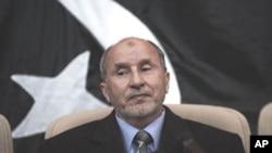 ທ່ານ Mustafa Abdel Jalil ຜູ້ນໍາສະພາໄລຍະຂ້າມຜ່ານແຫ່ງຊາດລີເບຍ ຫລື NTC.
