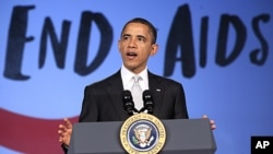 美国总统奥巴马12月1号在乔治·华盛顿大学举行的世界艾滋病日大会上讲话