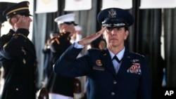 ژنرال نیروی هوایی، لوری رابینسون، نخستین فرمانده رزمی زن در ارتش آمریکا