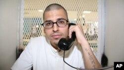 Daniel Lee López, de 27 años, conversa desde su celda en la cámara de la muerte en Huntsville, Texas.