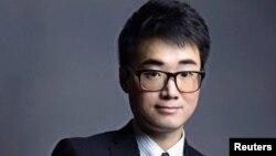 英國駐香港領事館僱員鄭文傑在深圳被行政拘留15天。