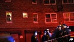 应急人员在纽约警察遭枪击现场(资料照)