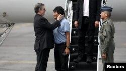 مورالس در مکزیکو سیتی مورد اسقبال وزیر خارجه مکزیک قرار گرفت.