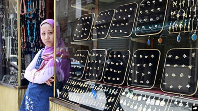 A jewelry vendor outside a store in the Khan al-Khalili area of Cairo (file photo)