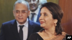 Indian Foreign Secretary Nirupama Rao, right, arrives with her Pakistani counterpart Salman Bashir, for talks at the Foreign Office in Islamabad, Pakistan, June 23, 2011.