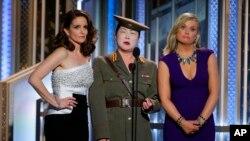 Tina Fey, Amy Poehler, và Margaret Cho châm chọc vụ hacking vào hãng Sony vì bộ phim The Interview.