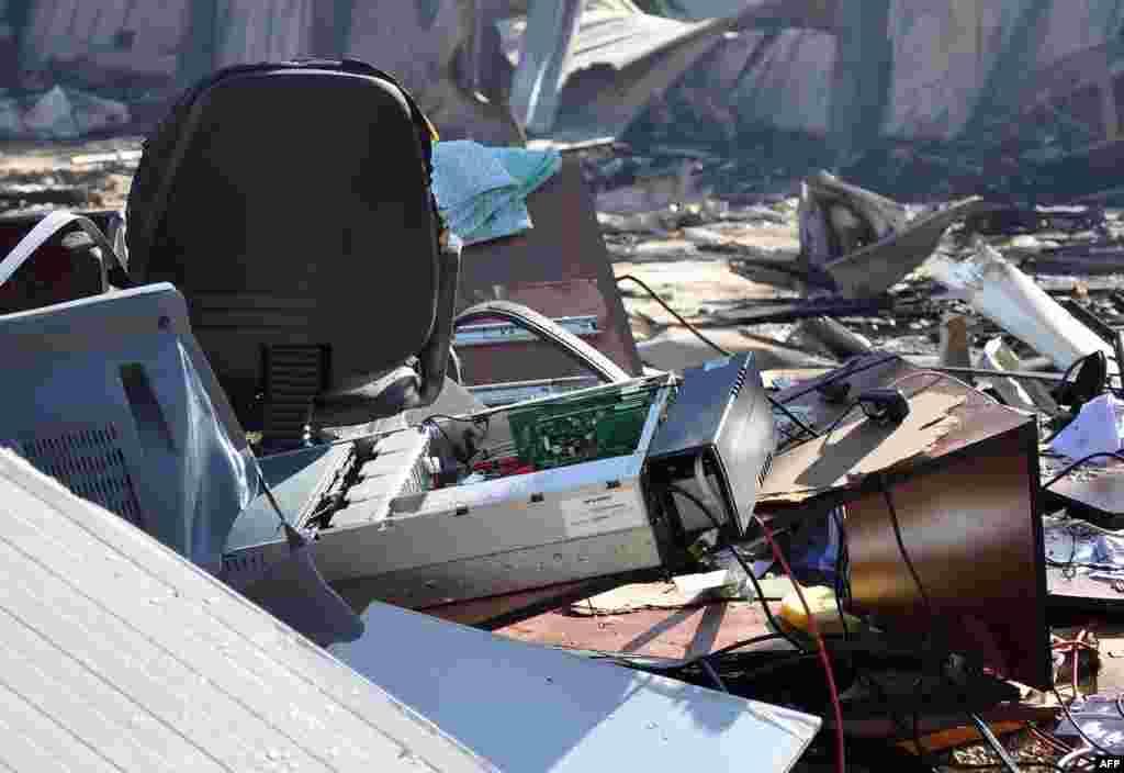 在针对大马士革郊外沙特阿拉伯卫星电视台袭击的现场,遭到破坏的设备