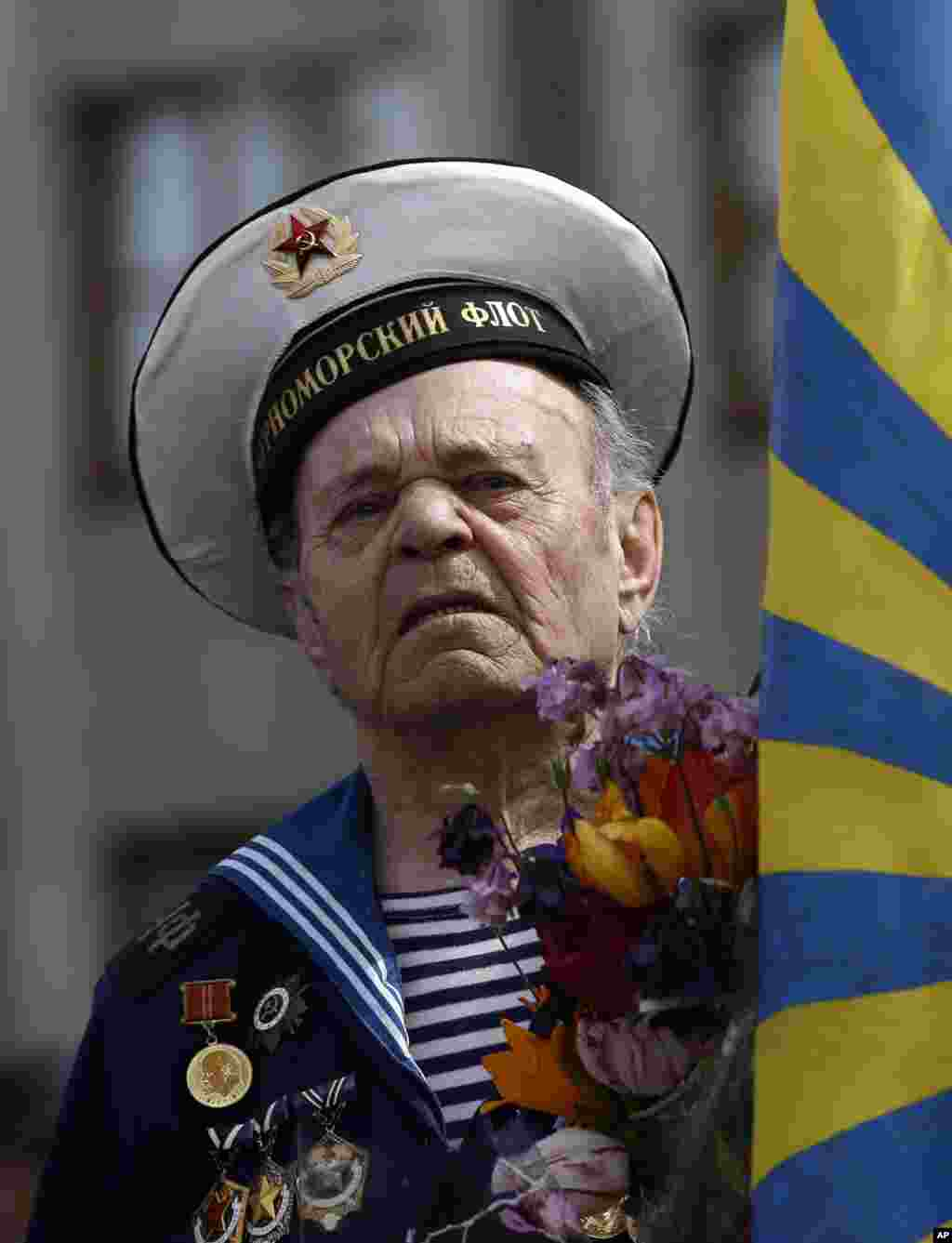 A World War II veteran attends a Victory Day celebration, which commemorates the 1945 defeat of Nazi Germany, in the center of Slovyansk, eastern Ukraine, May 9, 2014.