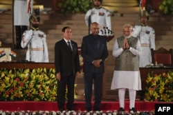 Newly sworn-in Indian Prime Minister Narendra Modi (C) gestures next to President of Myanmar Win Myint (L) and President of India Ram Nath Kovind (C) at the President house in New Delhi on May 30, 2019. - India's Prime Minister Narendra Modi was sworn in