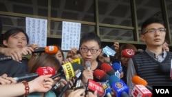 台湾太阳花学运领袖主动到案接受侦讯