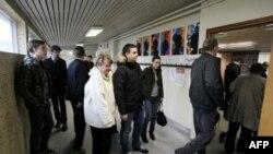 Glasači na referendumu u Islandu, 9. april, 2011.