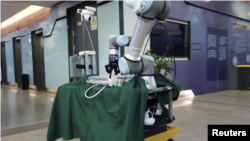 Chinese professor invent robot for coronavirus wards