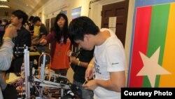 ျမန္မာလူငယ္ေတြပါ၀င္တဲ့ ႏုိင္ငံတကာ Robot စက္ရုပ္ၿပိဳင္ပြဲ (သတင္းဓါတ္ပံု)