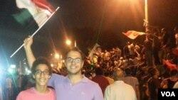 Ahmed Mohamady Abdelgawad en las protestas con su hermano pequeño