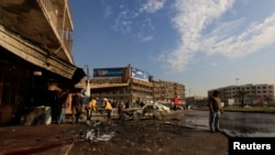 1月15日工作人员在清理爆炸现场