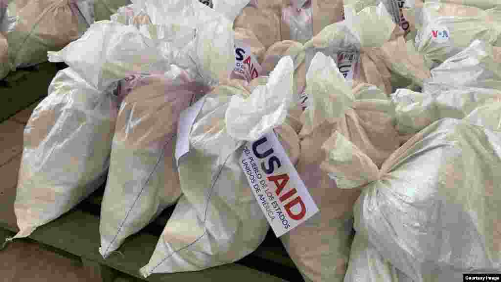 USAID también se encargó de enviar cajas con alimentos básicos para los miles de venezolanos que se encuentran en la frontera con Colombia.