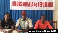 Des jeunes et des artistes se mobilisent pour dire non à la modification de la constitution au Tchad, N'Djamena, 27 avril 2018. (VOA/André Kodmadjingar)