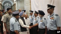 Indian Prime Minister Manmohan Singh meets Indian Air Force commanders at the start of the annual combined commanders conference of the armed forces in New Delhi, 13 Sep 2010