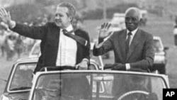Mário Soares et le président Aristides Pereira lors d'une visite au Cap Vert en 1986
