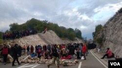 Blokada na ulazu u Cetinje (Foto: VOA)
