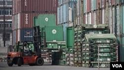 Los dos países firmaron un tratado de libre comercio que entrará en vigencia el 15 de mayo de 2012.