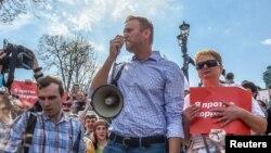 Le leader de l'opposition russe Alexei Navalny manifeste avant la cérémonie d'investiture du président Vladimir Poutine, Moscou, Russie, le 5 mai 2018
